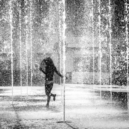 Dancing in the water - Valletta, Malta - Black and white street photography