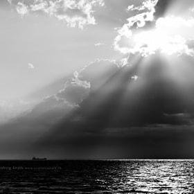 Cargo ship in Horizon by Kasper Svanberg (Kaspersvanberg) on 500px.com