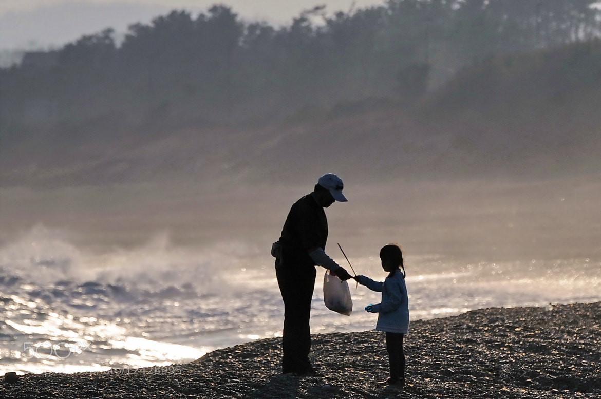 Photograph Family seaside by KEN OHSAWA on 500px