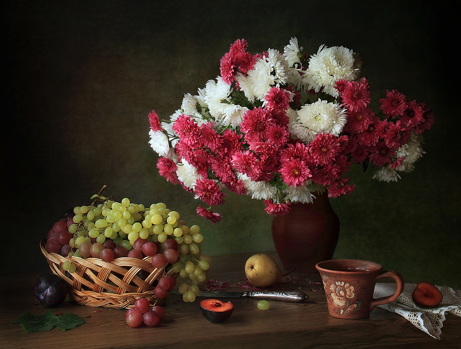 With chrysanthemums and grapes, автор — Tatiana Skorokhod на 500px.com