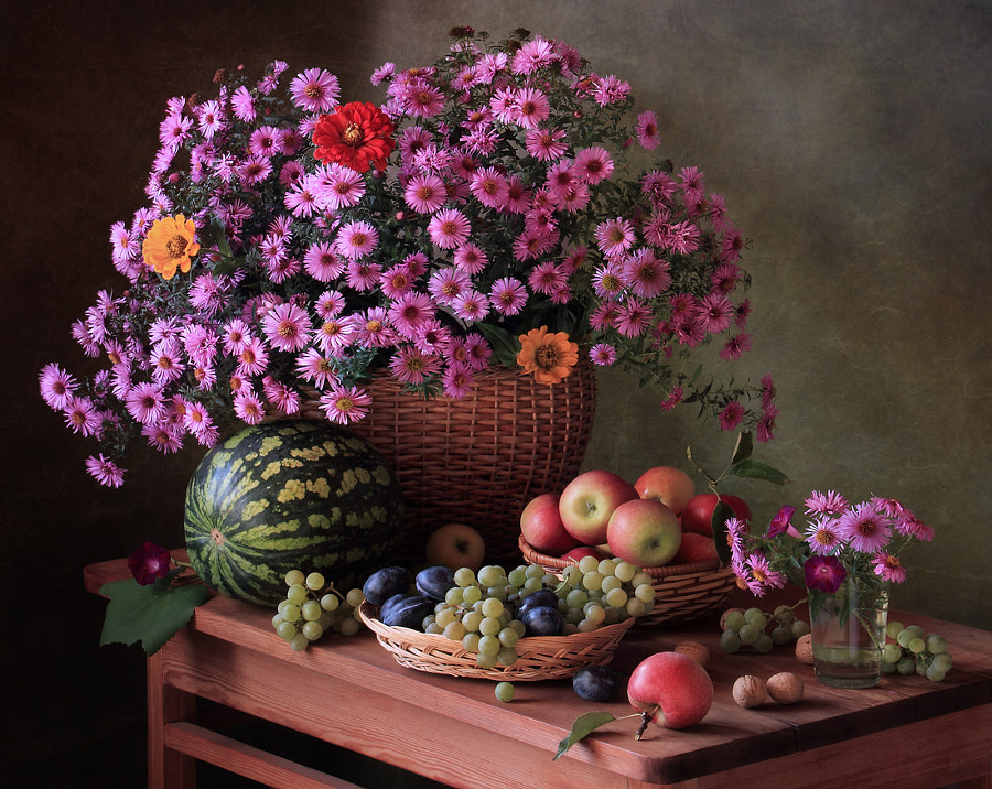 With flowers and fruits, автор — Tatiana Skorokhod на 500px.com