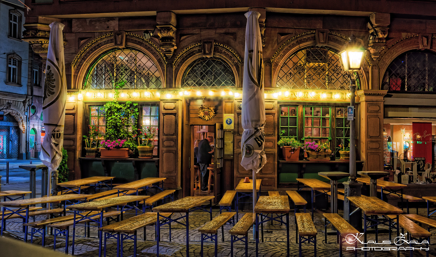 Photograph out at night in Frankfurt by klausZ - Photography on 500px
