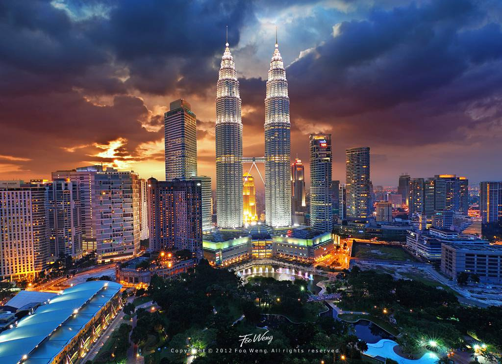 Photograph KLCC Petronas Twin Tower at Dusk  by Foo Weng on 500px