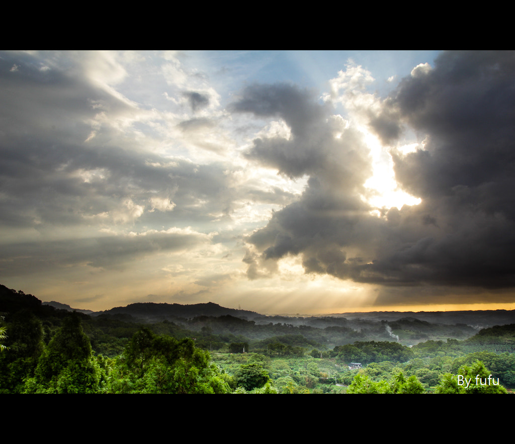 Photograph Crepuscular rays by 軒銘 劉 on 500px