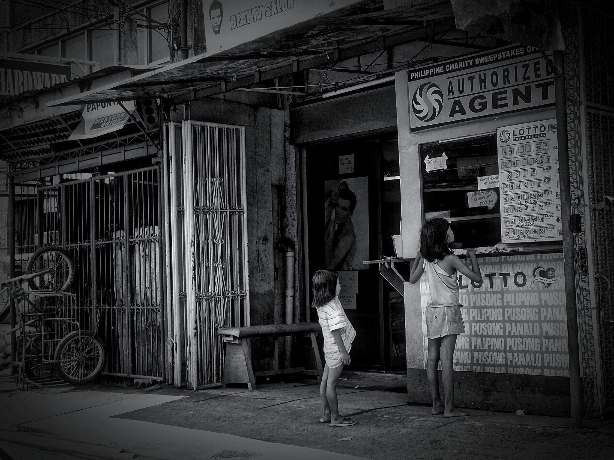 Photograph Young Lotto bettors, Tayuman, Manila by  Valdéz on 500px