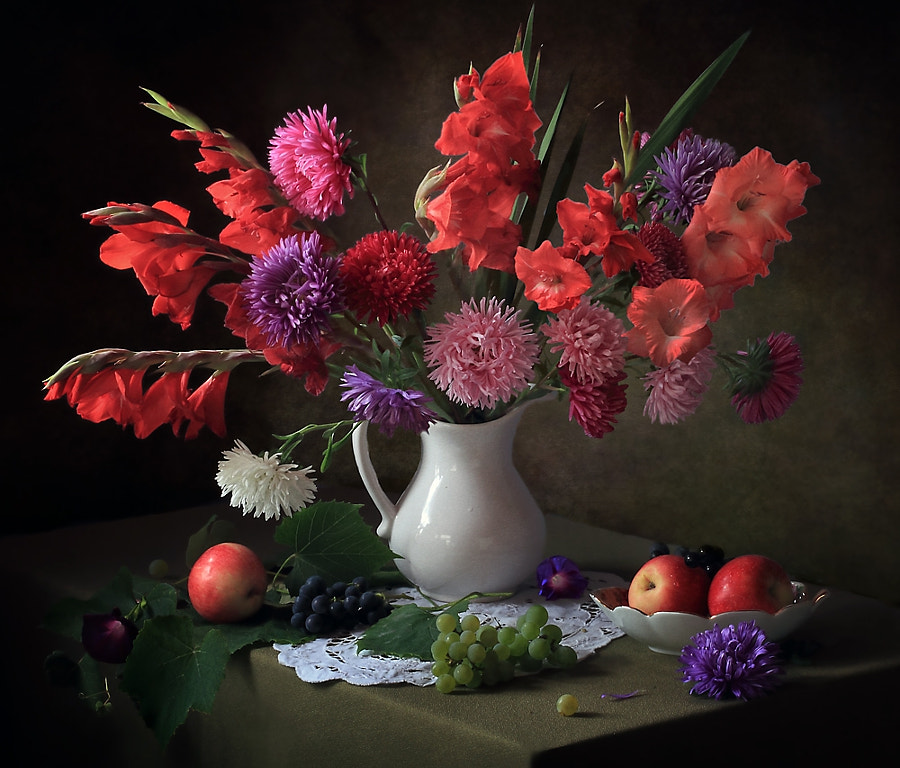 With gladioli and asters, автор — Tatiana Skorokhod на 500px.com