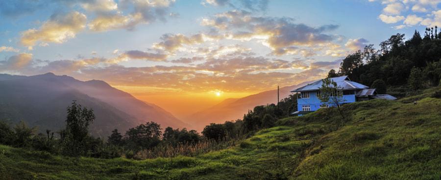 The Amazing Sunrise In Uttarey - Pelling