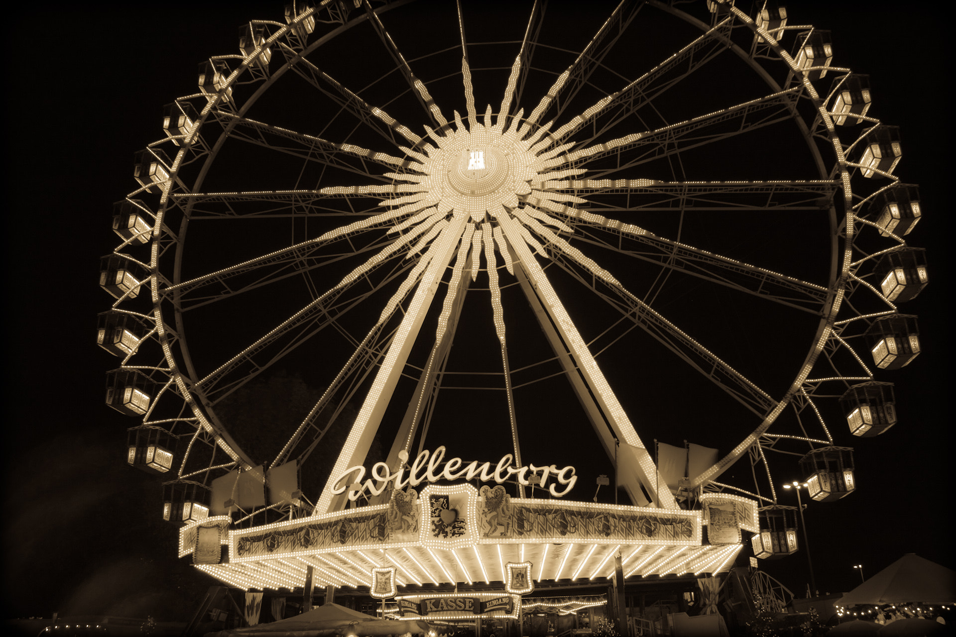 Photograph The fair | The Ferris wheel. by Jan Lange on 500px