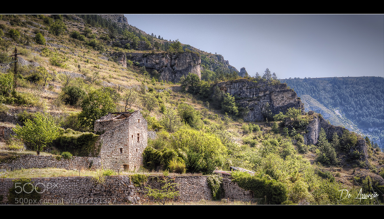 Photograph La maison sur la colline by Damien De Assunção on 500px