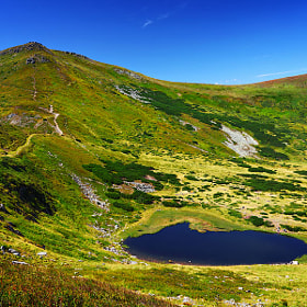 Mountain lake and green hills by Sergiy Trofimov (sergeyit)) on 500px.com