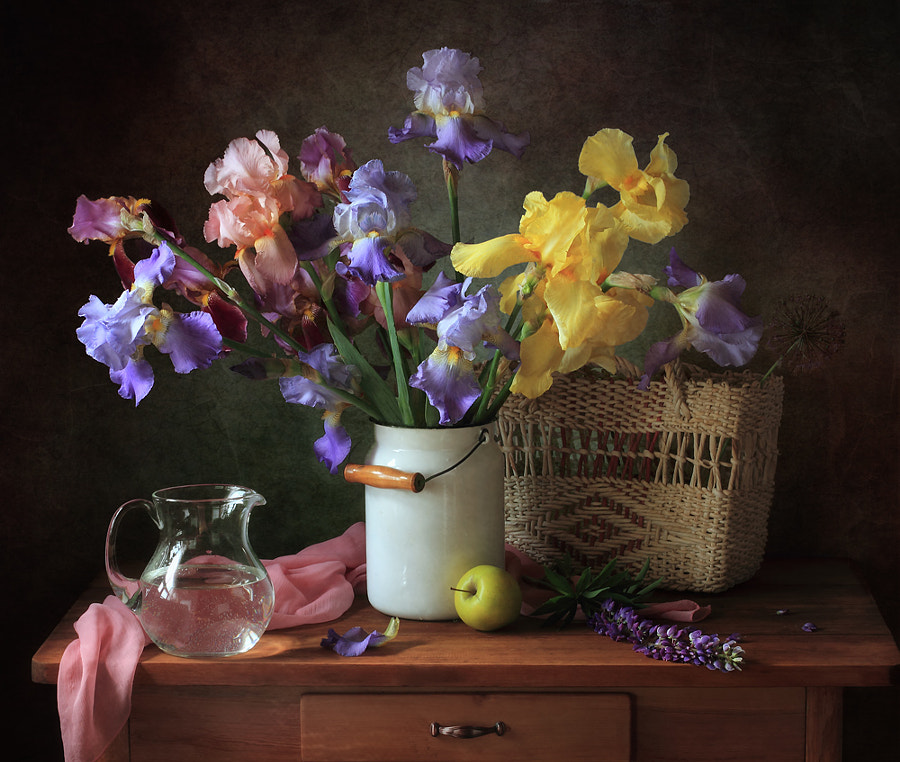 With a bouquet of irises, автор — Tatiana Skorokhod на 500px.com