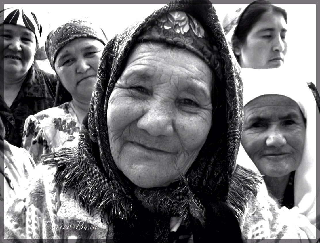 Photograph Curious women in Samarkand by EnricoBusso on 500px