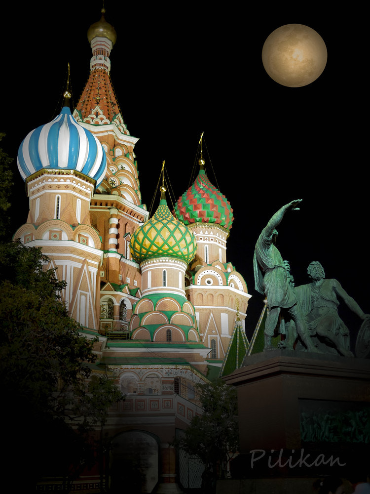 Photograph Moon on Saint Basil's Cathedral by Pilikan Ch on 500px