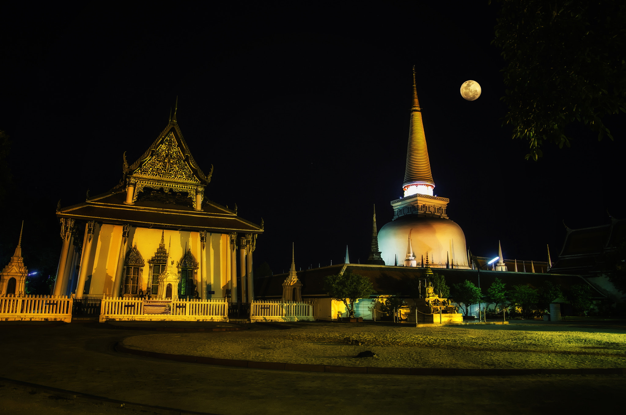 Photograph Wat Pramahatat woramahaviharn by Nuang Sangkhsri on 500px