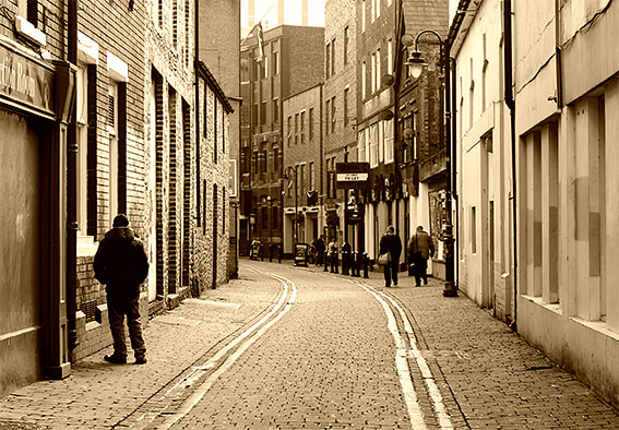 Photograph Cardiff alley by Pablo Rodriguez on 500px