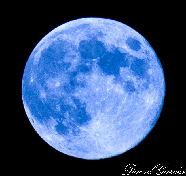 Photograph Luna azul by David Garcés on 500px