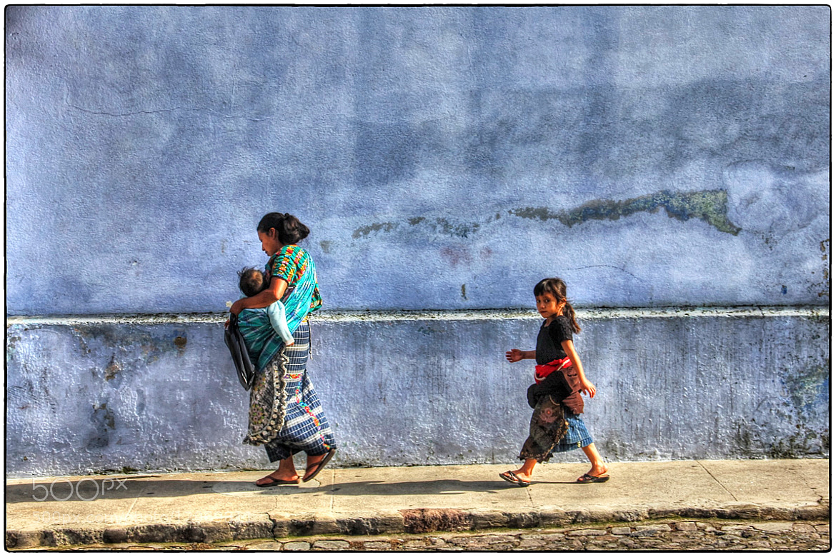 Photograph Madre e hijas by Raul Barrios on 500px