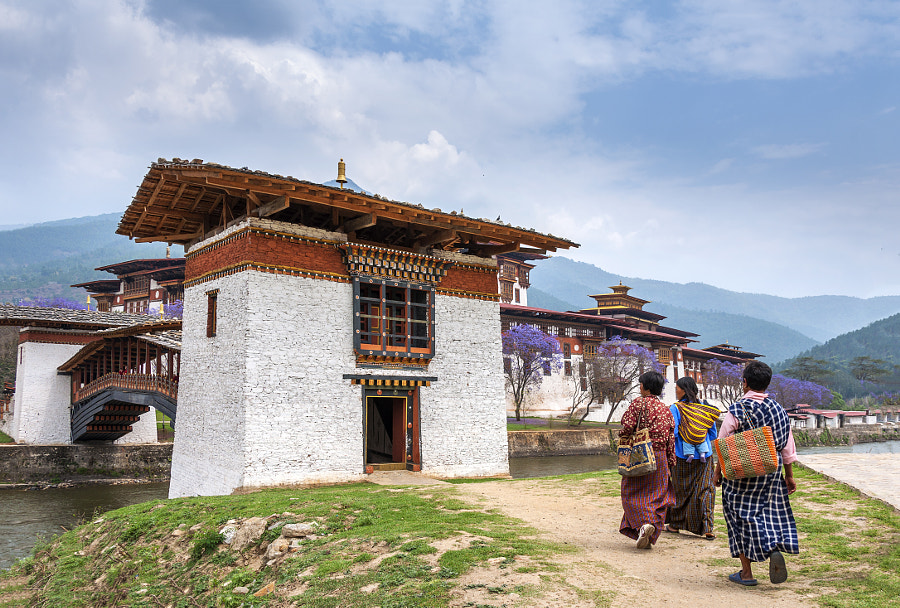 Pilgrims to Punakha Dzong by Csilla Zelko on 500px.com