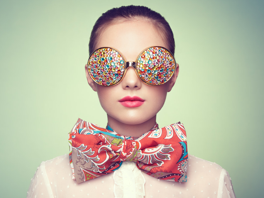 Portrait of beautiful young woman with colored glasses, автор — Oleg Gekman на 500px.com