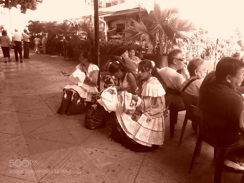 Photograph Mujeres Bordando by Aida Velasco on 500px