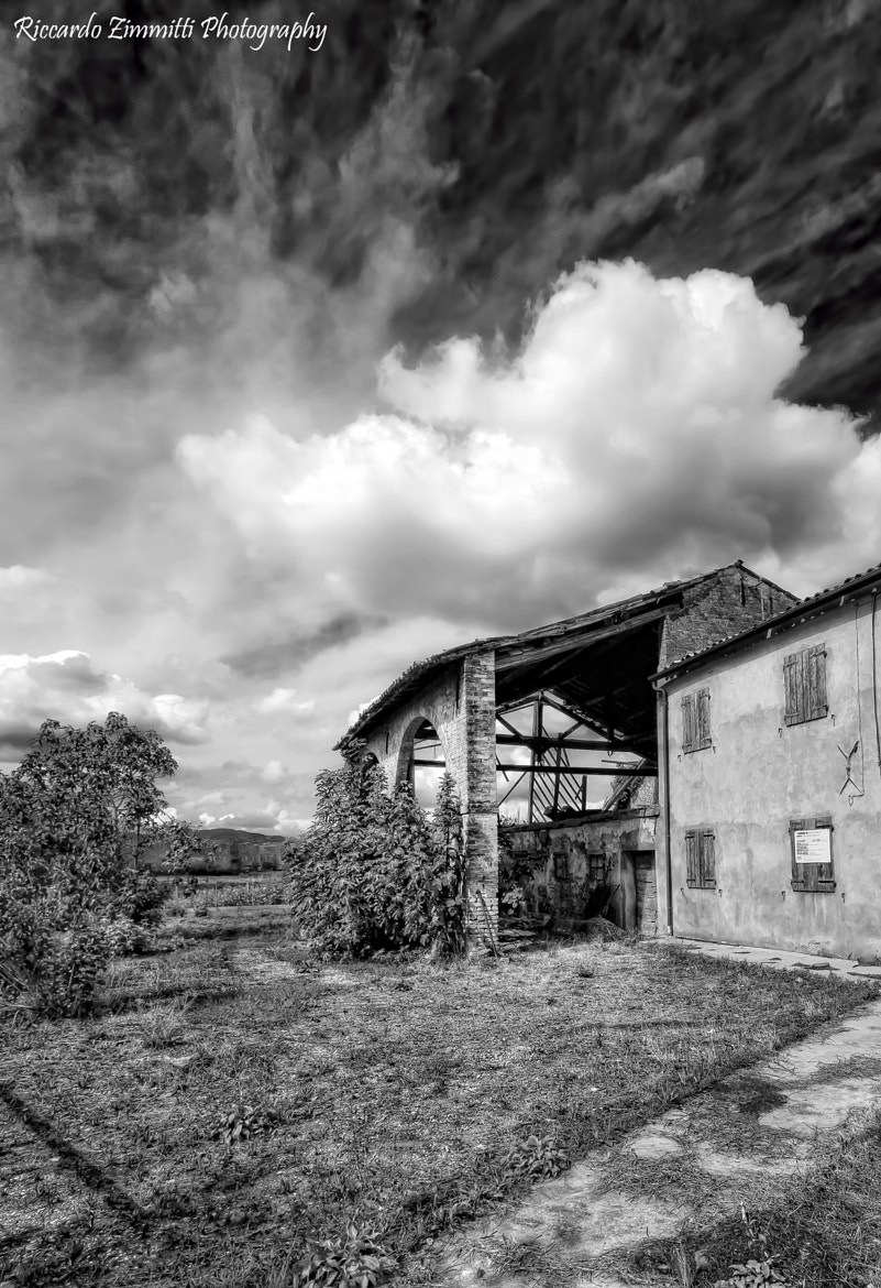 Photograph Old abandoned  homestead by Riccardo Zimmitti on 500px