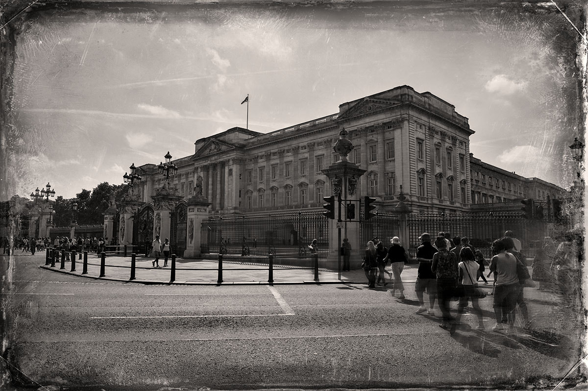 Photograph  goning to buckingham palace by Hamid alroshoud on 500px