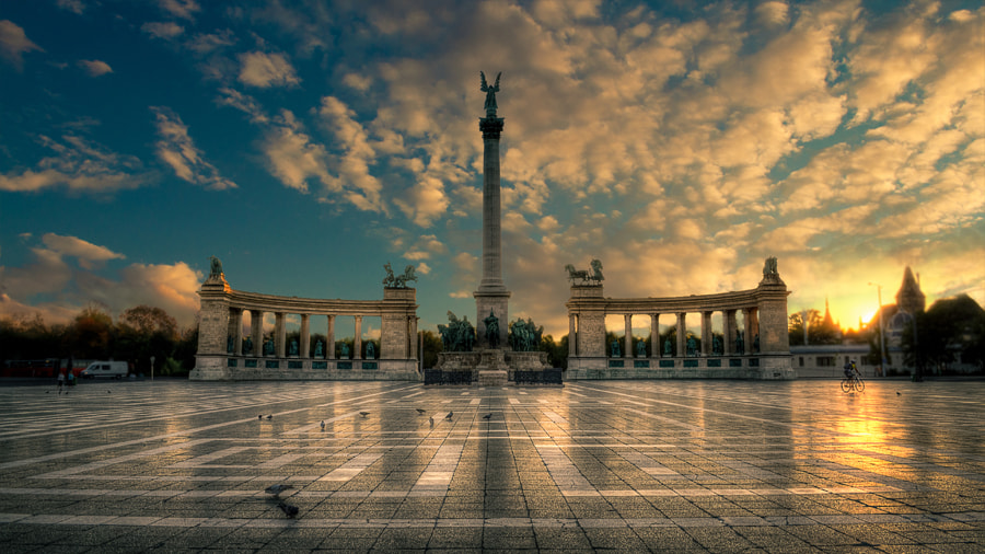 Photograph Heroes square by László Gál on 500px