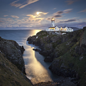 Moonrise Over Fanad Head por Gary McParland (garymcparland)) on 500px.com