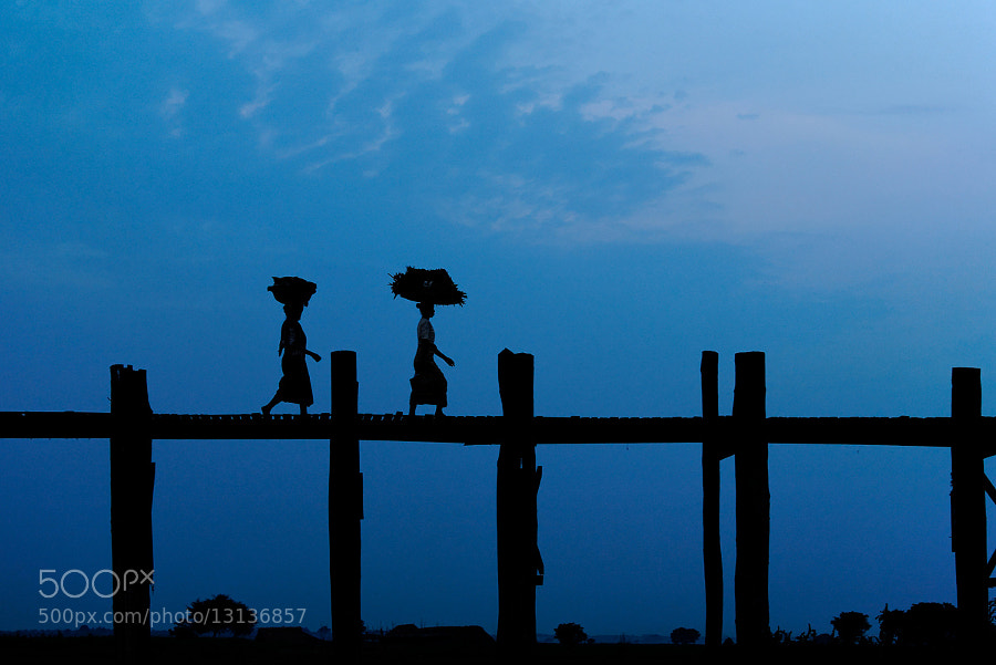 The carriers - U-Bein bridge, Myanmar