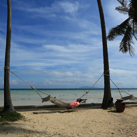A descansar na praia. Ilhas Phi Phi, Tailândia