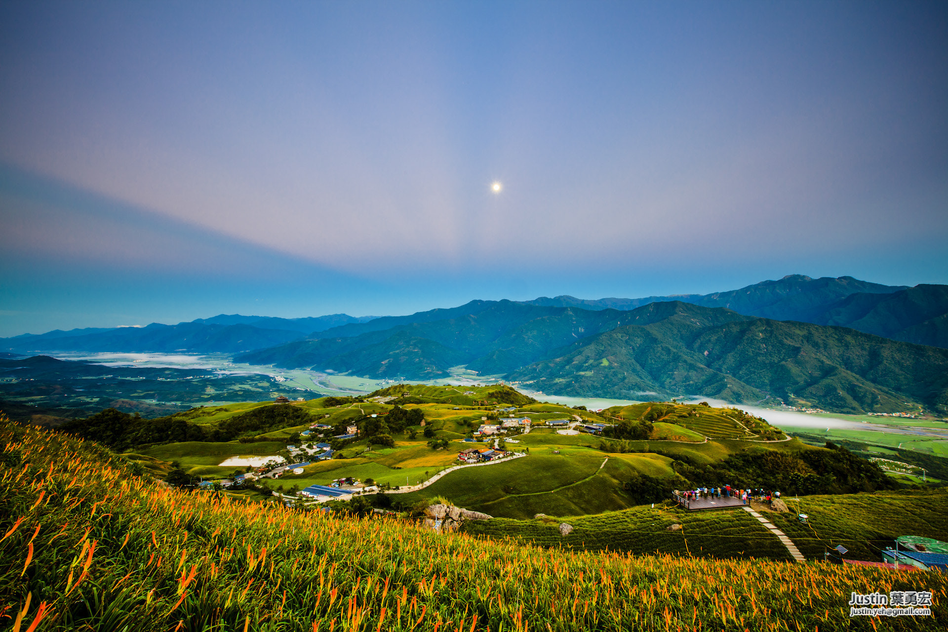 Photograph Hualien Fuli Golden needle_花蓮六十石山-金針花 by Justin Yeh on 500px