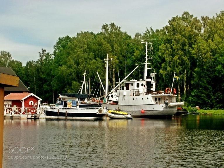 Photograph Docked canal boats by Satu Rönnbäck on 500px