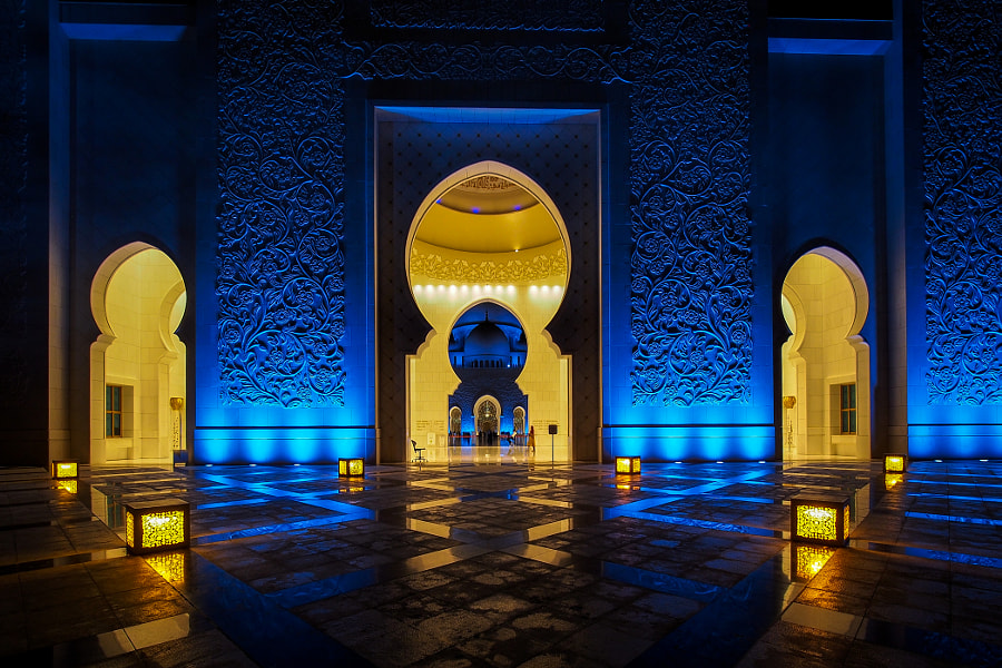 Abu Dhabi Grand Mosquee - Colors at night by Olivier MOULIN on 500px.com