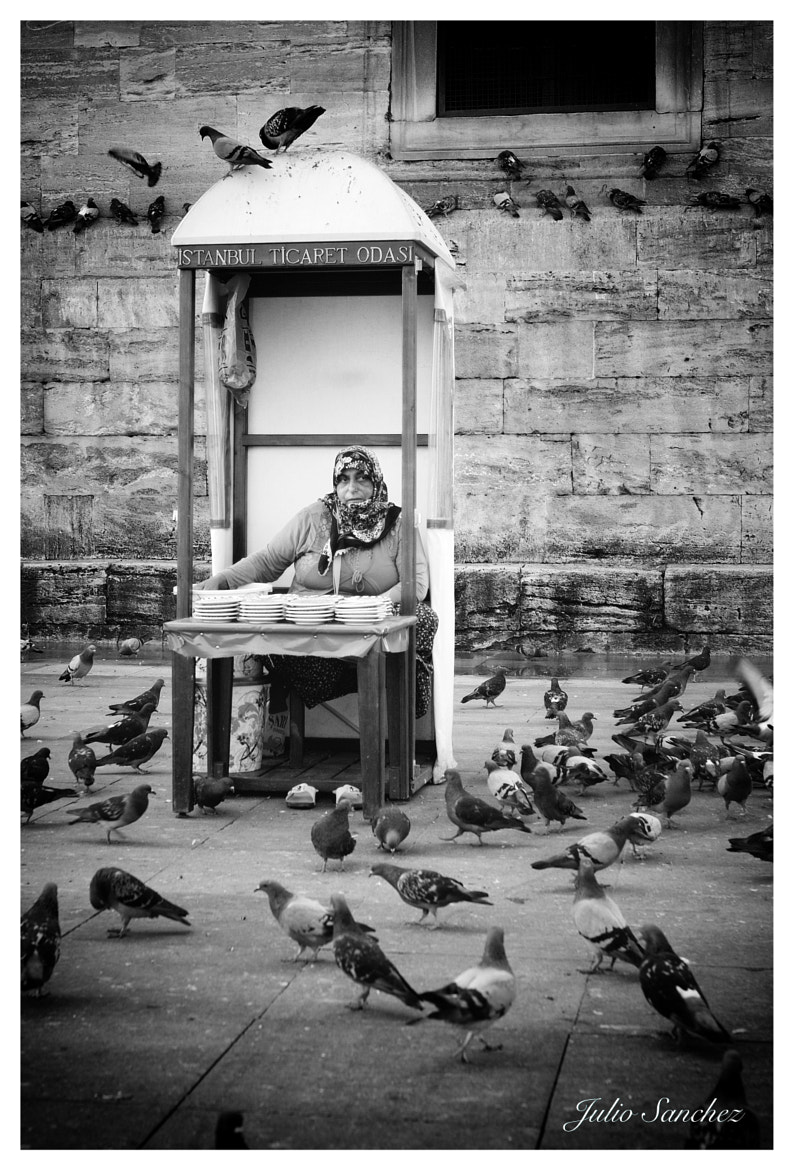 Photograph The woman of pigeons by Julio Sanchez on 500px