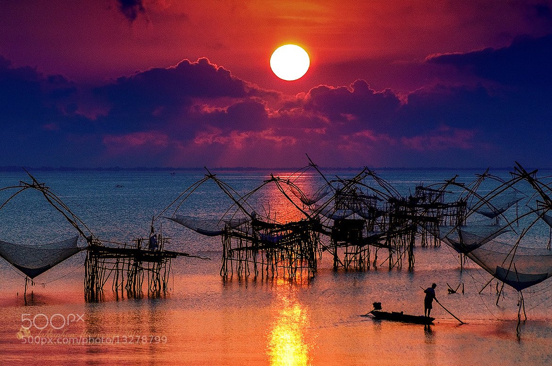 Photograph Sunrise over the Lake by Jakkaphan Hirunviriya on 500px