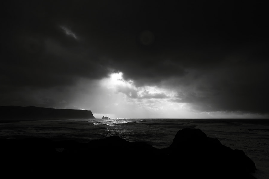 Experiencing an Icelandic storm with wind speed of over 25m/s.