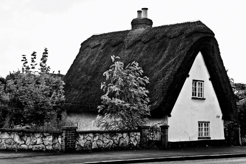Photograph Thatched Cottage In Eaton Socon by mario pignotti on 500px