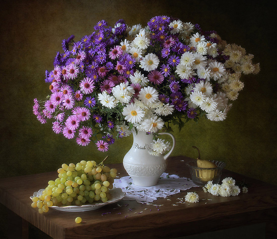 With grapes and chrysanthemums, автор — Tatiana Skorokhod на 500px.com