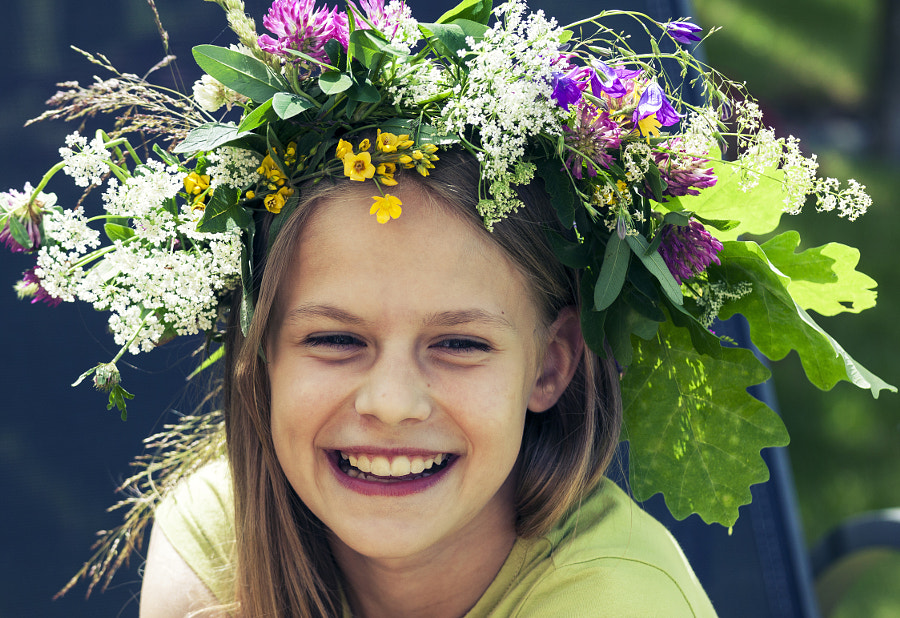 Happy smiling girl with flower wreath by Vaidas Bučys on 500px.com