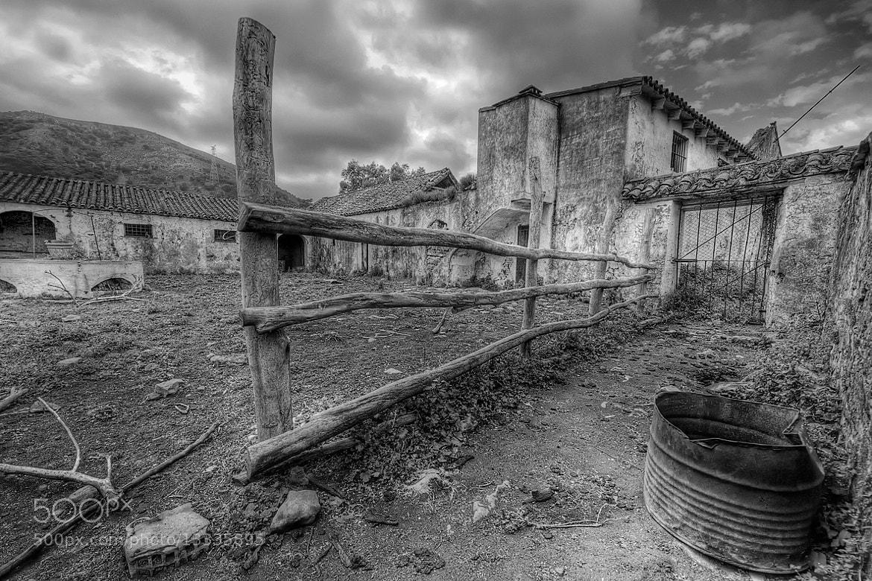 Photograph Granja abandonada by César Comino García on 500px
