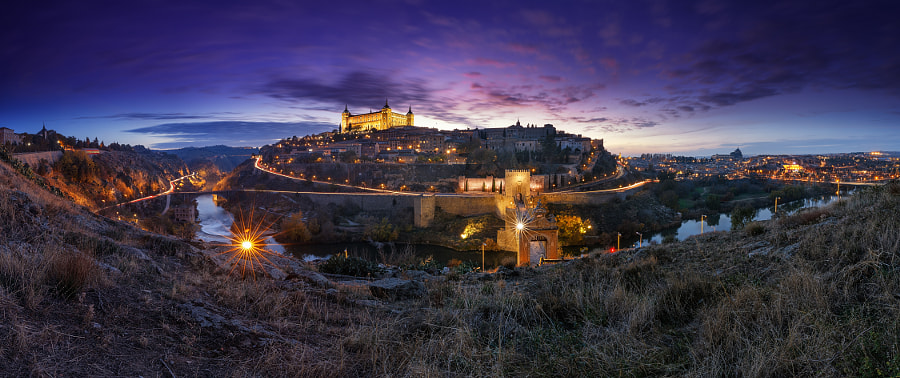 Nightscape of Historical City of Toledo de Iván  Ferrero en 500px.com