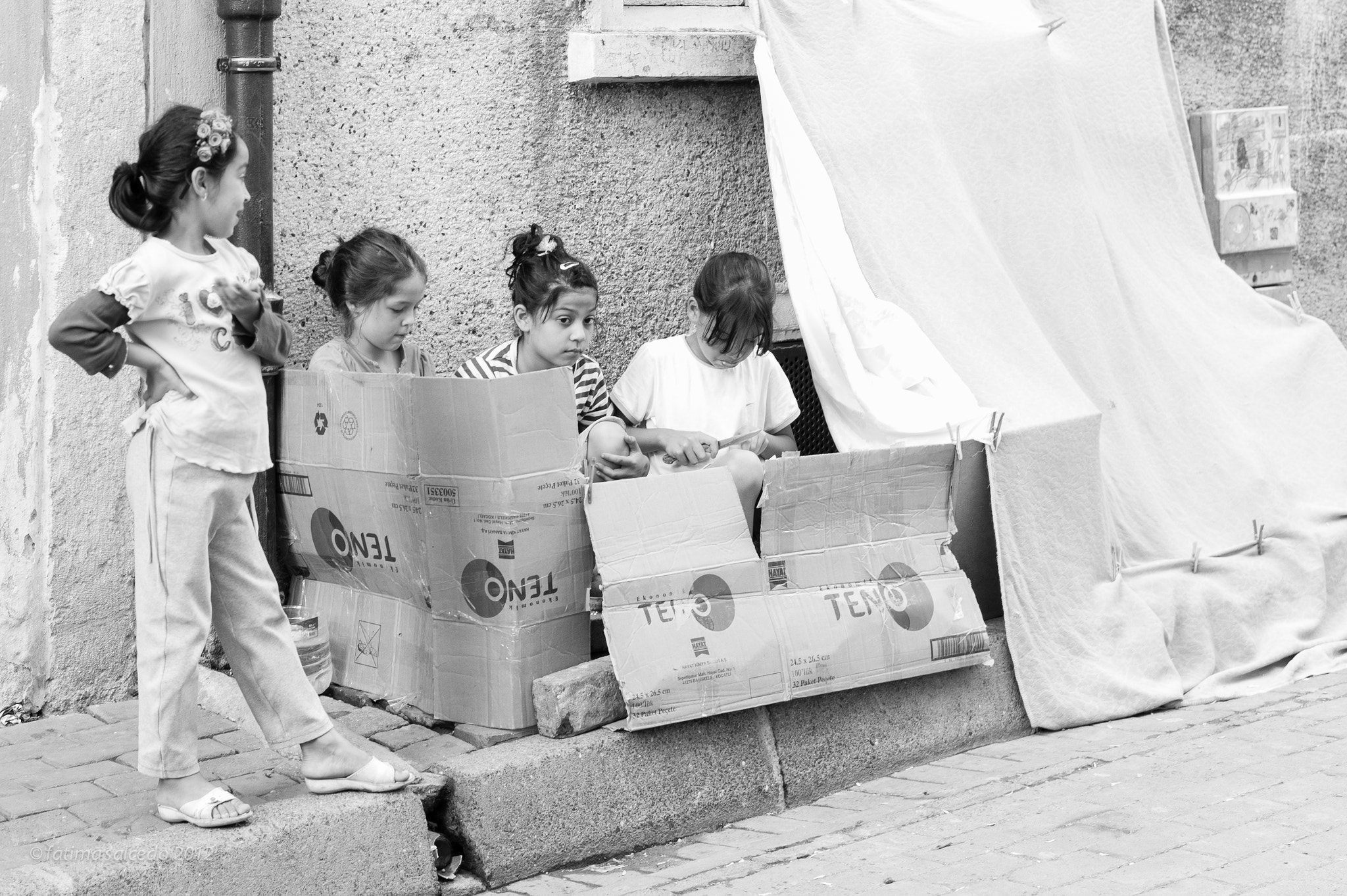 Photograph girls playing 'house'... by fatima salcedo on 500px