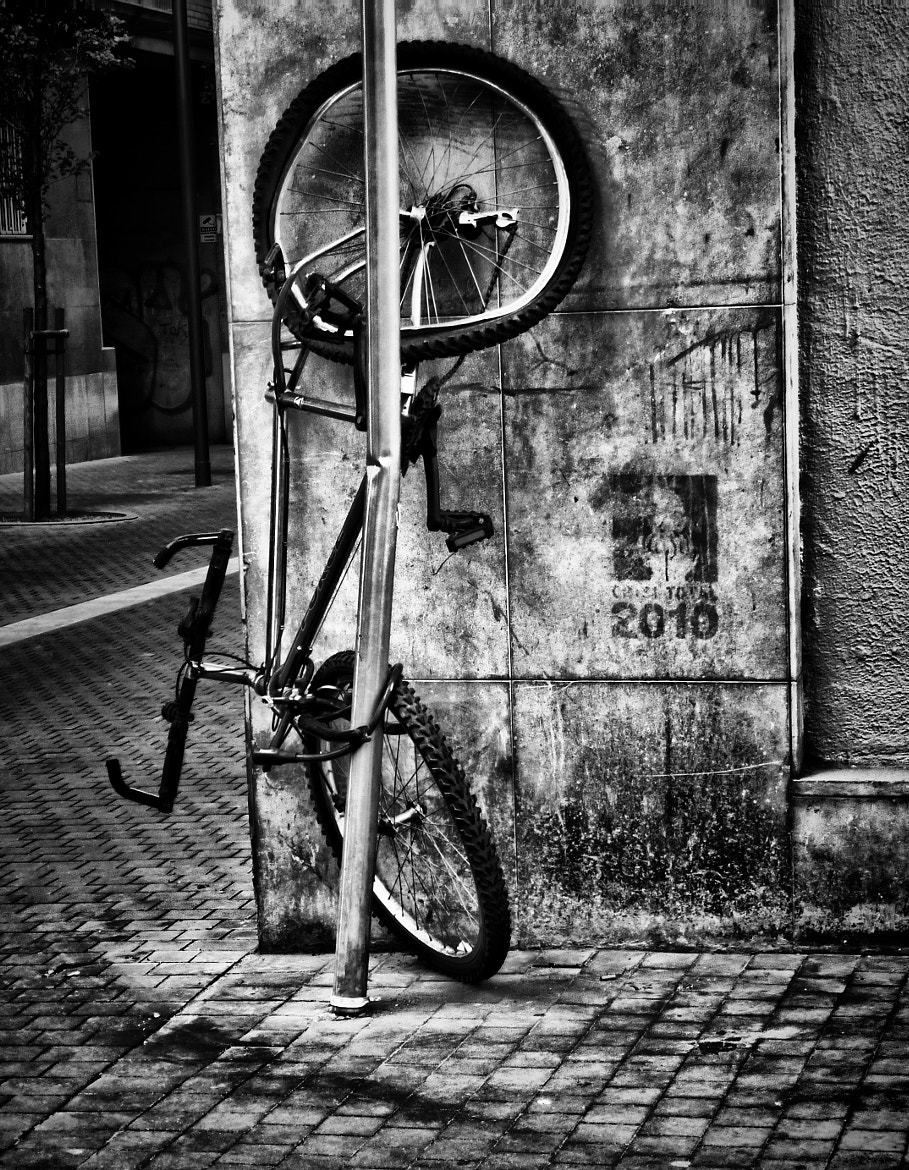 Photograph Bici a Sants by Xavi Perramon on 500px
