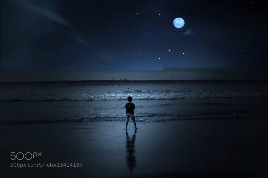 Photograph ★ Night beach boy by Ken Ohsawa on 500px
