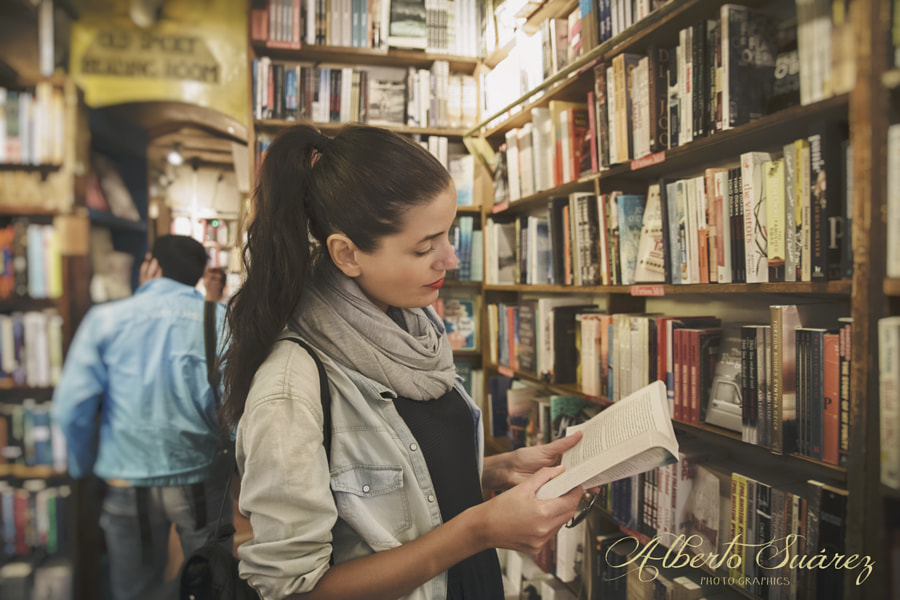 at the bookstore de Alberto Suárez en 500px.com
