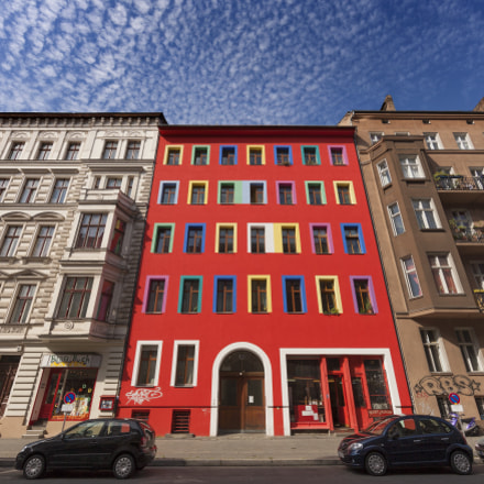 Colourful Tenement Building in, Canon EOS-1DS MARK III