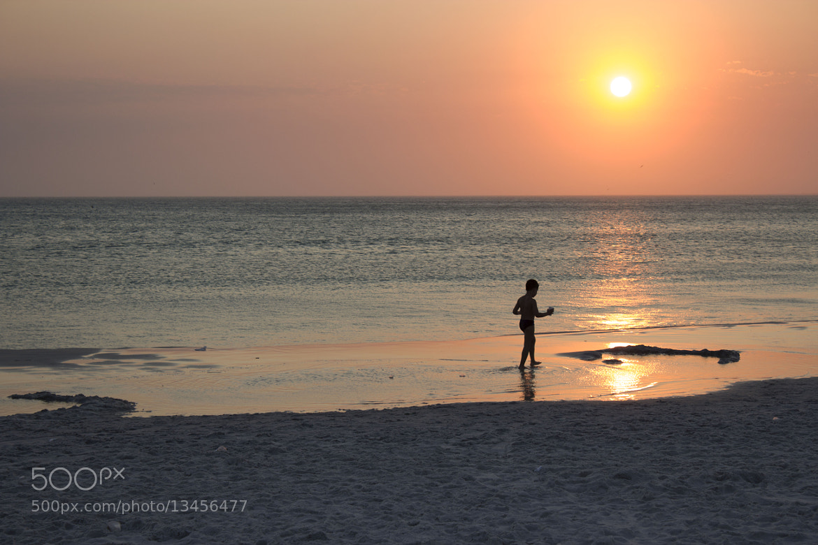 Photograph The sun and the kid by Jose Roberto Santos on 500px