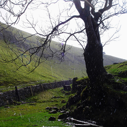 RAIN, PEAK DISTRICT, UK, Sony DSC-M2