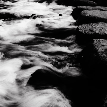 Stepping stones and wave, Samsung Digimax L60