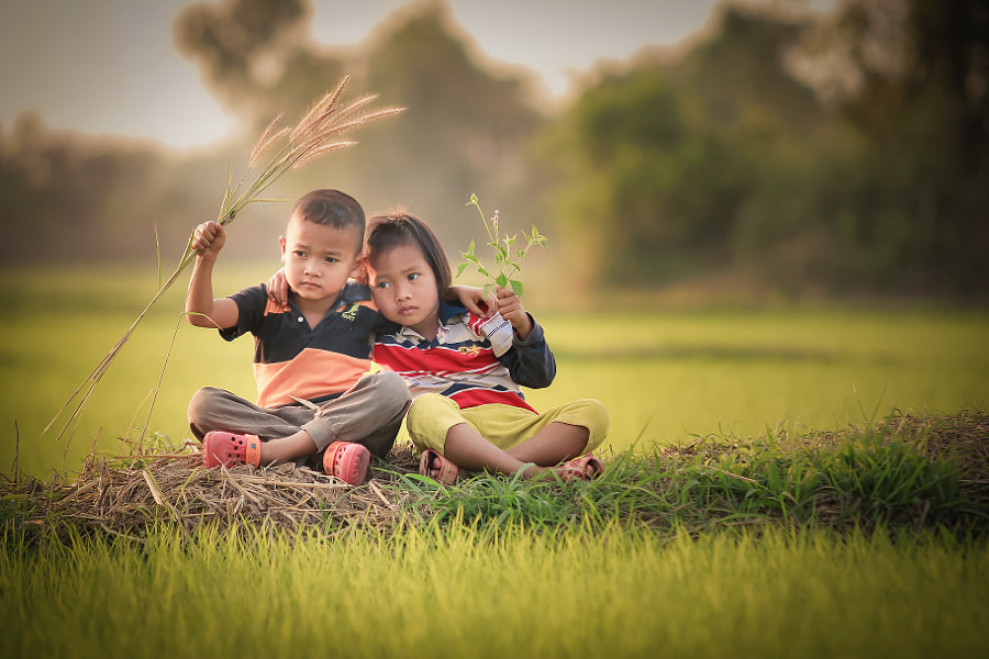 Brother and sister by Visoot Uthairam on 500px.com